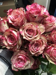 Magic Times Roses 1 Dozen From Rogue River Florist, Grant's Pass Flower Delivery